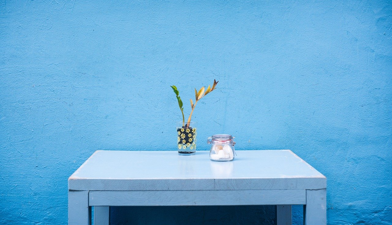 Blå maling i rum